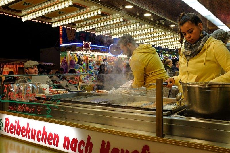 Imbiss auf dem Hubertusmarkt in Bergheim 2018