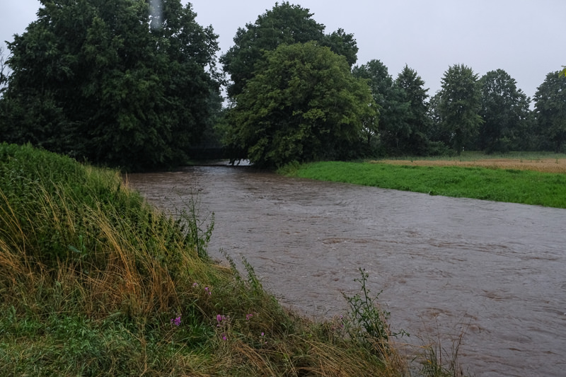 Ein Fluss, der sehr voll ist